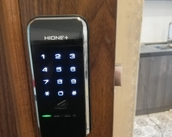 Cửa hàng khóa cửa vân tay, khóa điện tử tại Nguyễn Văn Cừ, Ngô Gia Tự – Long Biên