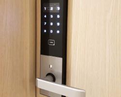 So sánh khóa cửa điện tử Samsung SHS-H505 vs khóa điện tử Unicor UN6700