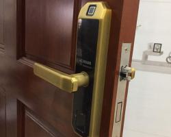 Những khóa vân tay điện tử lắp đặt cho cửa đố bé dưới 10cm